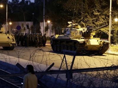 Istanbul, i militari  presidiano le strade