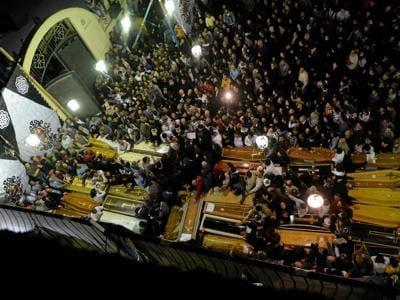I funerali delle vittime dellattentato al Cairo