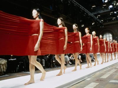 Dalla Birkin ai Levi's 501: al MoMA 111 pezzi che hanno fatto la storia della moda