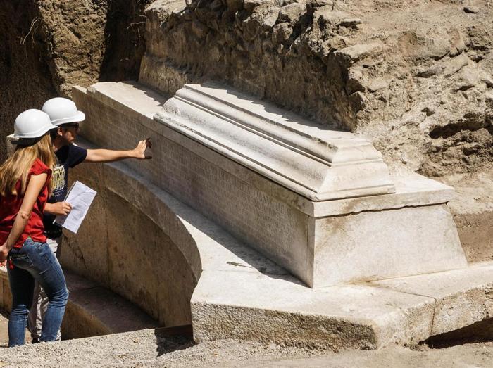 Risultati immagini per tomba monumentale a pompei