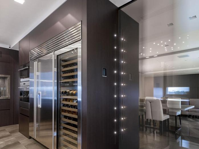 Cucine Di Lusso Design : Design week dall armadio sigari ai gela bicchieri e showroom