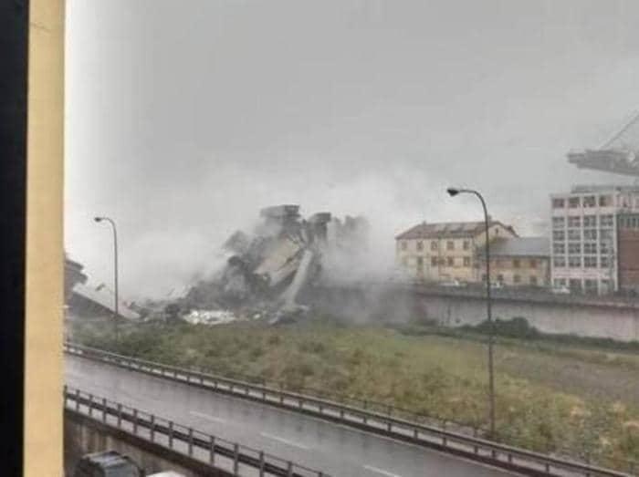 crollo cedimento strutturale del ponte morandi - viadotto su autostrada A10 - foto IPP