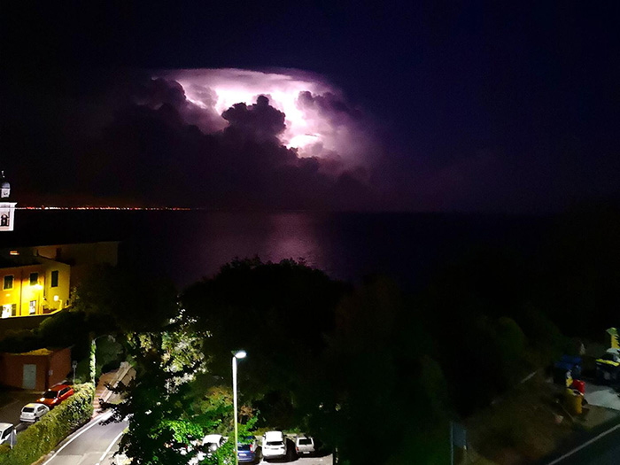 Immagini del temporale che stanotte  ha colpito Genova