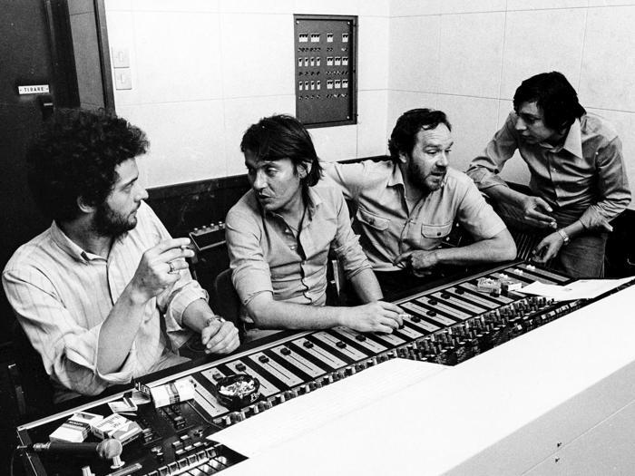 Fabrizio De Andrè in studio di registrazione, 1970 (Marka)
