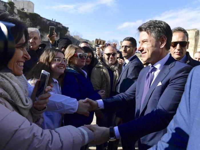 Il commissario europeo della Cultura Tibor Navracsics e il primo ministro italiano Giuseppe Conte  arrivano a Matera. Matera sara la Capitale europea della cultura per il 2019 (Ansa)