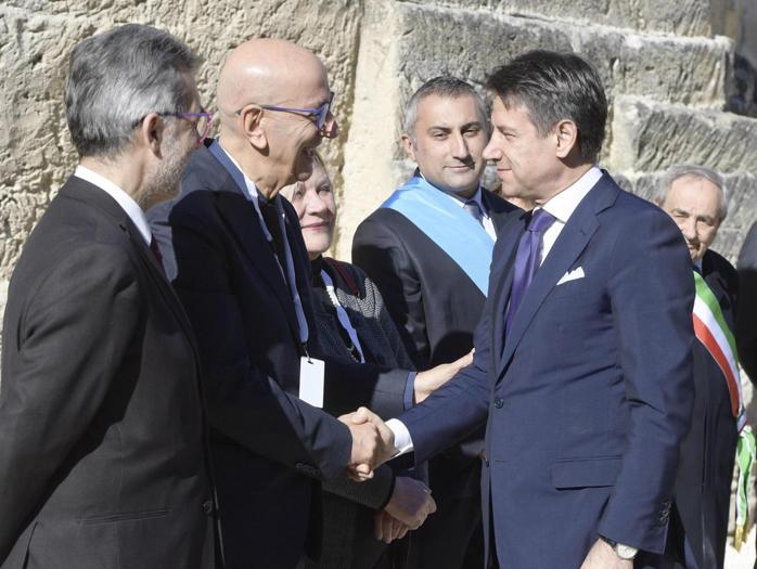 Il Primo ministro Giuseppe Conte ricevuto dal  le autorità a Matera. (ANSA/ UFFICIO STAMPA PALAZZO CHIGI/ FILIPPO ATTILI)