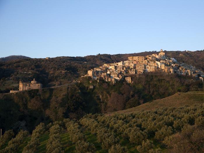 Badolato (CZ), borgo - Foto Salvatore Paravati © FAI - Fondo Ambiente Italiano