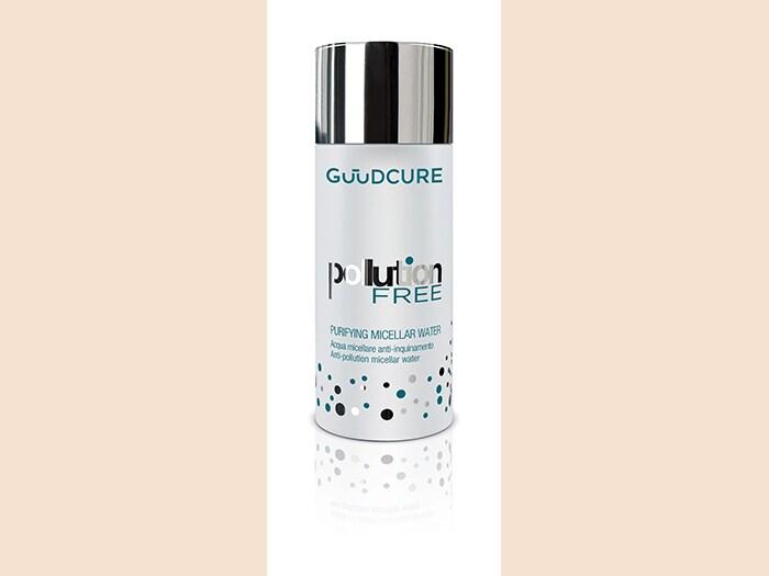 Guud Cure Puryfing Micellar Water, un'acqua micellare di Pollution Free con il minerale Zeolite, ideale per rimuovere in modo delicato le tracce di inquinamento e impurità che si depositano sul viso.