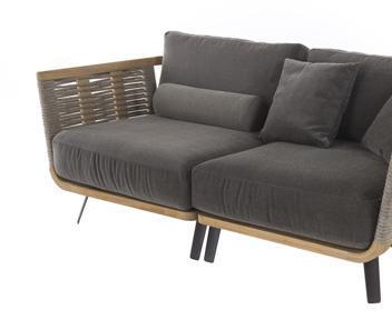 Linee rigorose ma accoglienti tavoli e sedie al salone for Unopiu nantes