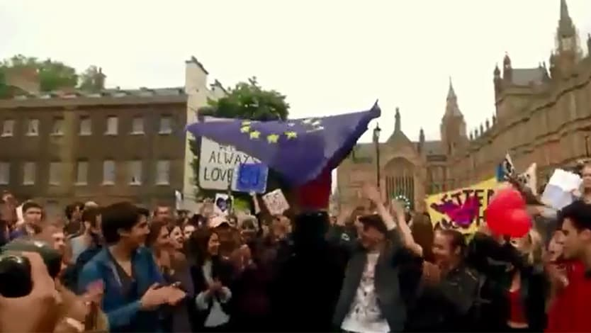 Le proteste degli inglesi anti brexit davanti al for Streaming parlamento