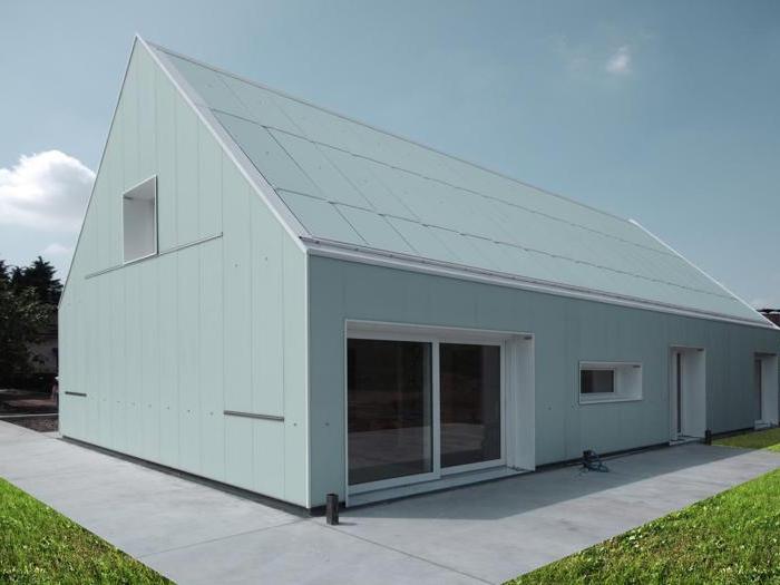 Dall acciaio al sughero l edilizia si rinnova il sole - Casa in acciaio e vetro ...