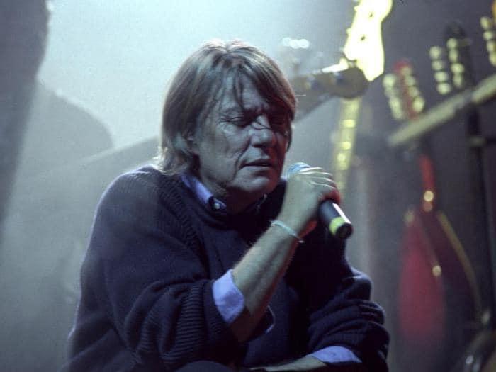 Fabrizio De Andrè in concerto al Palaeur, nel 1997 (Agf)