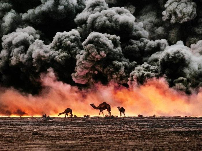 Al Ahmadi, Kuwait, 1991. © Steve McCurry