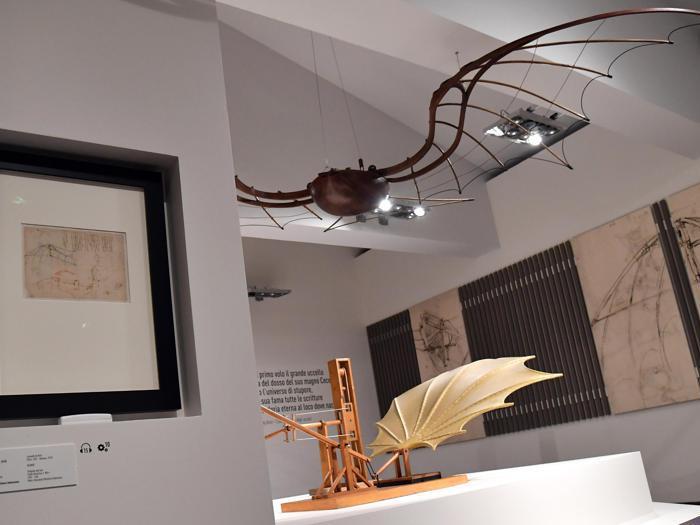 """""""Leonardo da Vinci. La scienza prima della scienza """". Una pagina del Codice Atlantico, che raffigura un aliante disegnato da Leonardo Da Vinci. (Ansa / Ettore Ferrari)"""