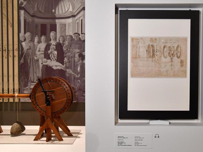 """""""Leonardo da Vinci. La scienza prima della scienza """".Una pagina del Codice Atlantico, che raffigura un argano a leva manuale disegnato da Leonardo Da Vinci. (Ansa / Ettore Ferrari)"""