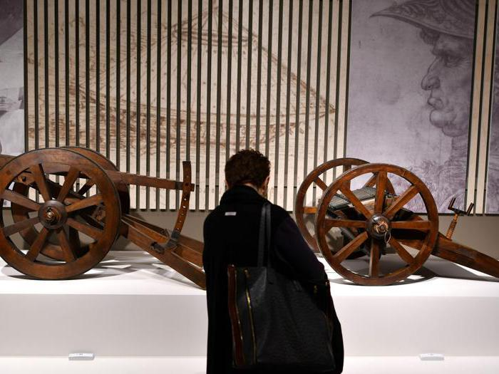 """""""Leonardo da Vinci. La scienza prima della scienza """". Le riproduzioni del """"Cannone a canna multipla"""" di Leonardo da Vinci. (Photo by Alberto Pizzoli / Afp)"""