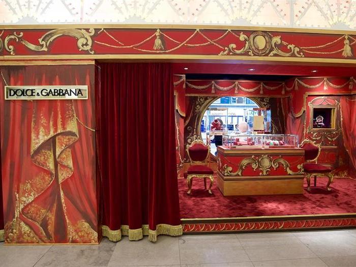 """Dolce   Gabbana """"invade"""" Harrods per Natale - Il Sole 24 ORE 1182fffd6e1"""