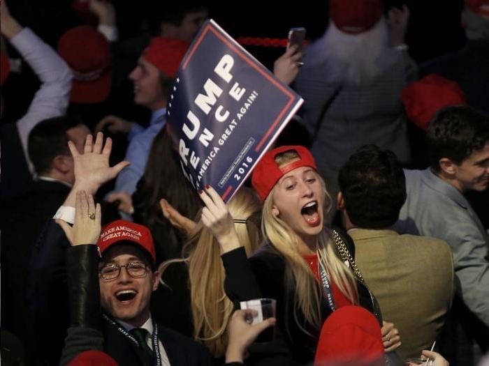 Supporter di Trump festeggiano i risultati . Foto Reuters