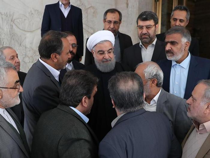 January 1, 2018, Teheran.  Iranian President Hassan Rouhani in the middle (AFP)