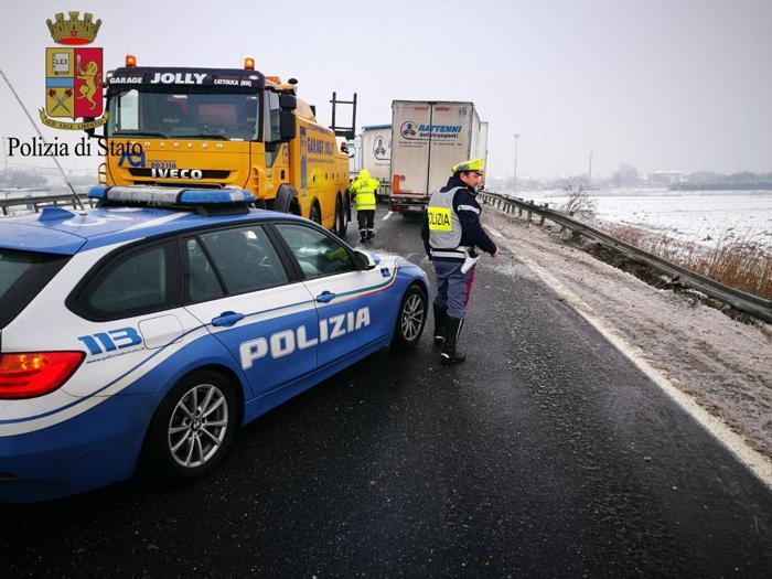 927b80abcd Traffico in tilt per il gelo: A1 chiusa per due ore da Milano a ...