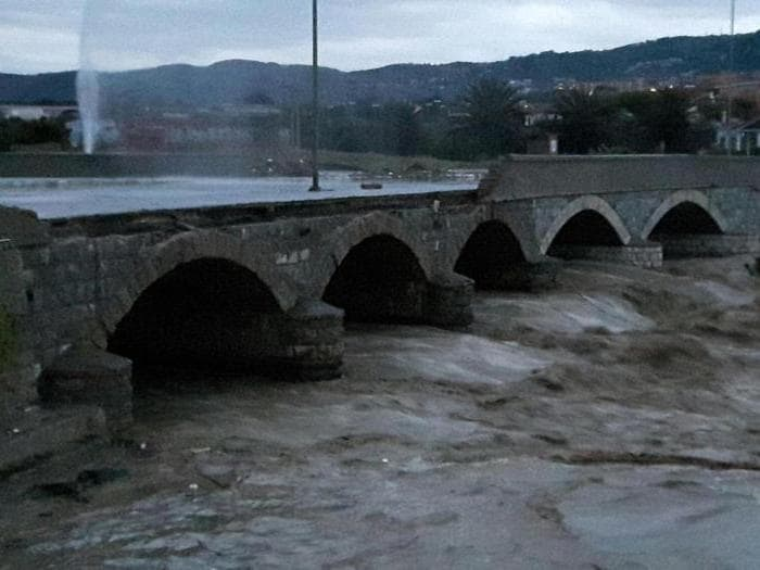 I danni causati dalla forte ondata di maltempo a Livorno, 10 settembre 2017. ANSA/PUBBLICA ASSISTENZA