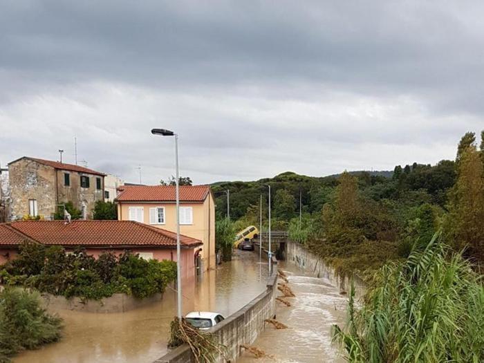 I danni causati dalla forte odata di maltempo a Livorno, 10 settembre 2017. ANSA/PUBBLICA ASSISTENZA