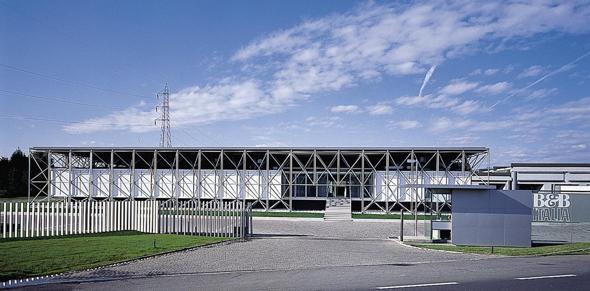 I 40 anni della sede di B&B Italia, ideata da Renzo Piano - Il Sole ...