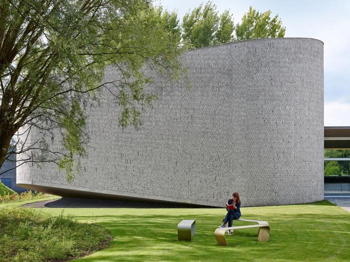 Auditorium del centro sanitario AZ, a Groeninge in Belgio, vincitore della categoria Opere pubbliche -  Progetto:  Bert Dehullu Architecten - Foto: Dennis De Smet