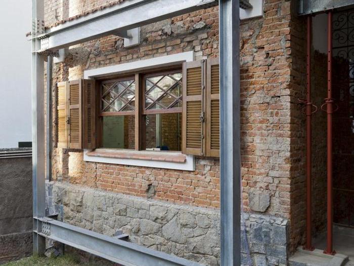 Casa in Rua  Marília,  a  San Paolo, in Brasile, vincitore nella categoria Riconversione  - Progetto: studio  SuperLimão -  Foto: Maira Acayaba