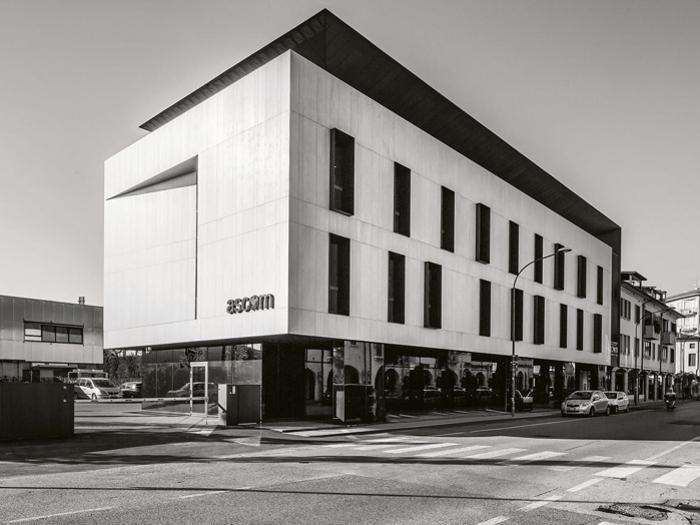 Ascom headquarters a Oderzo (Tv) – Progetto: Gherardi Architetti, Edaordo Gherardi, Marco Gennaro, Mirko Cagnin -  Foto: Elodie Cavallaro