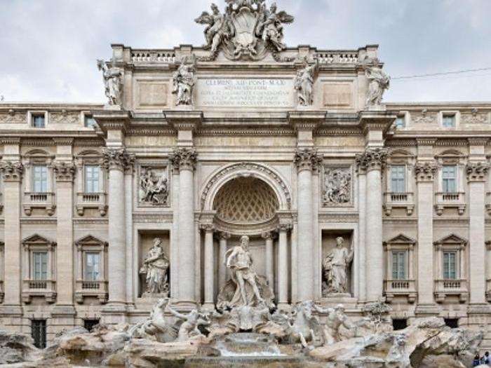 FONTANA DI TREVI - CASTELLO IDRAULICO - La più nota delle fontane romane e la più famosa nel mondo per la sua scenografica monumentalità, è stata liberata dai ponteggi il 3 novembre del 2015 dopo 17 mesi di restauri. Open House vi accompagnerà dunque in una nuova riscoperta dell'opera del Salvi, articolata come un arco di trionfo, nella quale storia e natura si fondono magistralmente in un rapporto dialettico. Ma non è tutto. Straordinariamente, sarà possibile accedere al castello idraulico della Mostra dell'Acquedotto Vergine, anche detta Fontana di Trevi