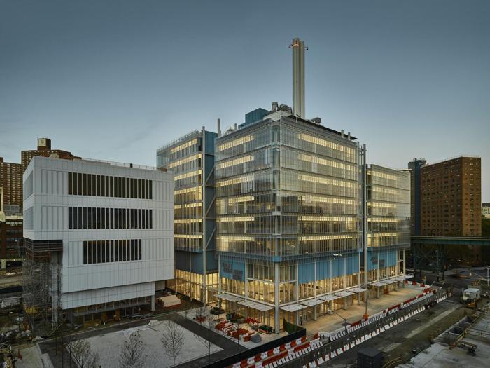 Il Lenfest Center for the Arts (a sinistra) e il Jerome L. Greene Science Center (a destra) a New York - Progetto: Renzo Piano Building Workshop - Foto:  Columbia University/Frank Oudeman