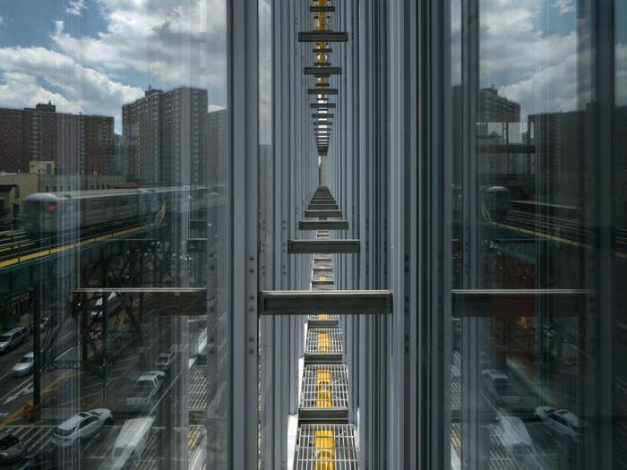 Dettaglio della doppia facciata del Jerome L. Greene Science Center a New York - Progetto  Renzo Piano Building Workshop (design architect) e Davis Brody Bond (executive architect) - Foto:  Nic Lehoux