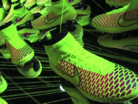 La scarpa che promette di cambiare il calcio, Nike sfida Adidas